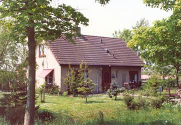 ... de Vries, laat een bungalow bouwen aan de Dorpsweg 12 (zie 1955